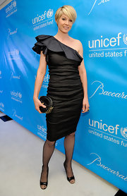 Jenna Elfman teamed her ruffled one-shoulder dress with a spiked quilted black leather clutch at the UNICEF Ball.
