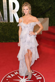 Brooklyn Decker arrived at the 2011 'Vanity Fair' Oscar party wearing her wavy hair in a loosely pinned updo.