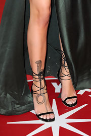 Paz de la Huerta wore a super-sexy pair of black ankle-wrap evening sandals at the 2011 Vanity Fair Oscar party.