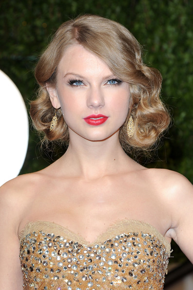 Taylor+Swift in 2011 Vanity Fair Oscar Party Hosted By Graydon Carter - Arrivals