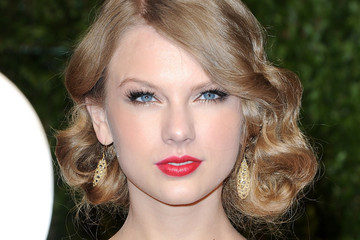 Taylor Swift Sparkles in Zuhair Murad at the Vanity Fair Oscars Party