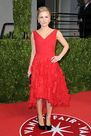 Anna was red hot in a frothy laser cut cocktail dress at the Vanity Fair Oscar party.