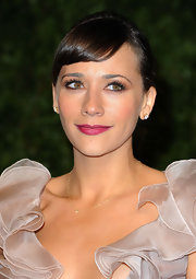 Rashida Jones looked gorgeous at the 2011 Vanity Fair Oscar party. Flushed cheeks and lined lids were completed her a mauve pout.