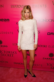 Doutzen Kroes was white hot on the red carpet at the Victoria's Secret red carpet. She topped off her look with black pumps.
