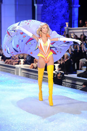Anja Rubik looked superhero-ish in this citrus-hued bodysuit at the Victoria's Secret fashion show.