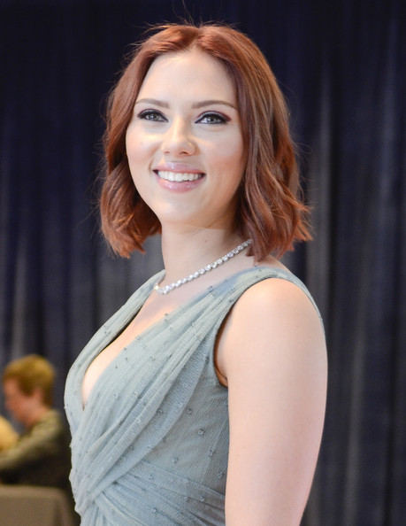 Scarlett Johansson's Auburn Brown - Red Hair Color: The Most Gorgeous ...