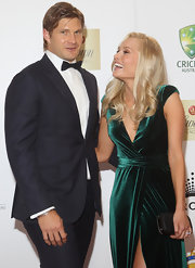 Shane Watson looked handsome, albeit a bit shy, in his elegant black tux.