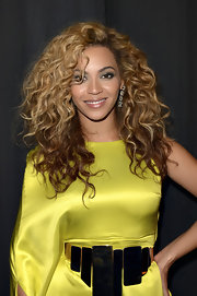 Beyonce Knowles wore her hair in voluminous curls with a variation of blond and chestnut hues at the BET Awards.