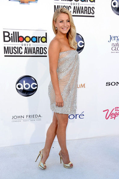 More Pics of Julianne Hough Dangling Diamond Earrings (4 of 29) - Julianne Hough Lookbook - StyleBistro
