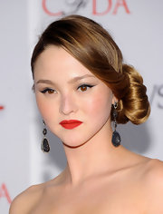Devon's red lipstick matched her dress perfectly at the CFDA Fashion Awards.
