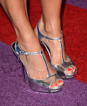 Sara Evans was on-trend with her metallic strappy sandals at the CMT Music Awards.
