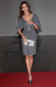 Madalina Ghenea finished her Convivio gala look by carrying a metallic clutch.