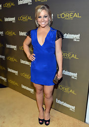 Shawn Johnson looked simply fab in this royal blue dress with lace sleeves.