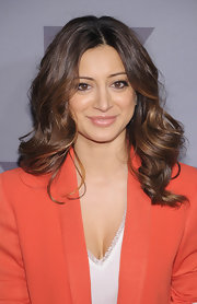 Noureen DeWulf wore her hair in shiny voluminous waves while attending the 2012 FX Ad Sales Upfront event.