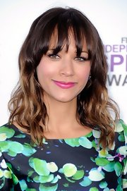 Rashida Jones attended the 2012 Independent Spirit Awards wearing a pretty pop of vibrant pink lipstick.