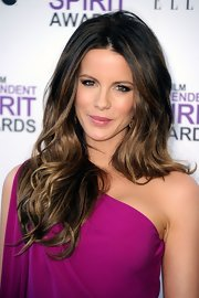 Kate Beckinsale wore her long hair with lots of body and tousled waves at the 2012 Independent Spirit Awards.