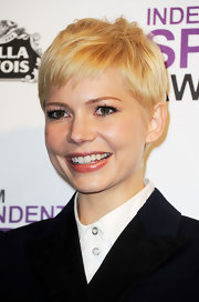 Michelle Williams wore a pearly golden apricot lipstick at the 2012 Independent Spirit Awards.