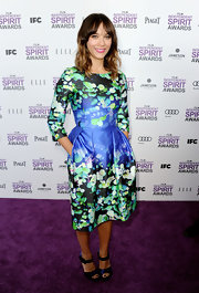 Rashida Jones made a fashion statement in this vibrant photographic print dress to the Independent Spirit Awards.
