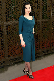 Dita topped off her ensemble with sparkly black sandals.