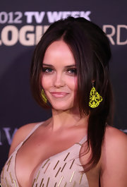 Rebecca Breeds' loose half-up half-down 'do at the Logie Awards gave her a sultry look.