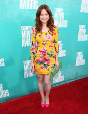 Ellie Kemper brought summer to the MTV Movie Awards in her vibrant floral dress.