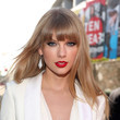 Taylor Swift's Sleek & Straight Style