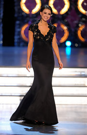 Laura Kaeppeler's black cap sleeve gown was sleek and sophisticated.