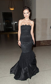 Olivia portrayed gothic romance in this black lace mermaid gown at the evening gala.