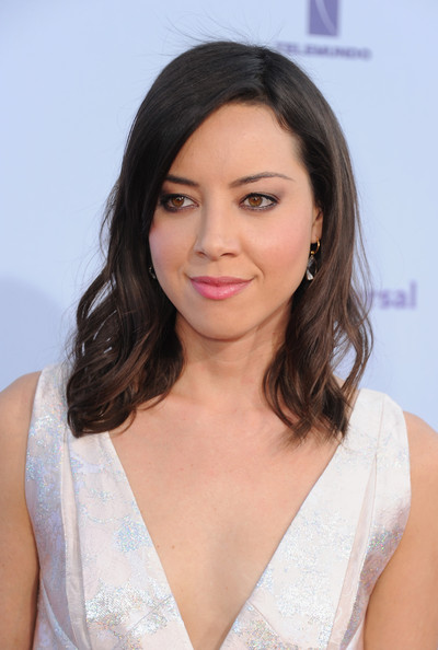 More Pics of Aubrey Plaza Medium Wavy Cut with Bangs (2 of 5) - Medium Wavy Cut with Bangs Lookbook - StyleBistro