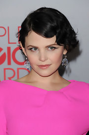 Ginnifer Goodwin wore sexy sweeps of dark metallic warm gray shadow and lengthy lashes to accent her eyes at the People's Choice Awards.