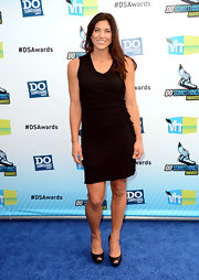 Hope Solo kept things classic at the Do Something Awards in a little black dress.