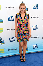 Kristen was a bright and youthful babe in this colorful chevron print shift dress.