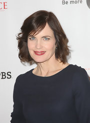 Elizabeth McGovern's short wavy 'do at the Summer TCA Tour gave her a youthful aura.
