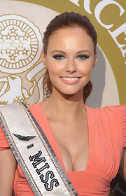 Alyssa Campanella swept on a peachy-beige lipstick with a pretty gloss finish for the 2012 Tom Ridge Homeland Security Awards.