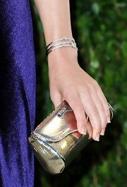 Jennifer Westfeldt accessorized with a cute bow-adorned metallic gold clutch at the 2012 Vanity Fair Oscar party.