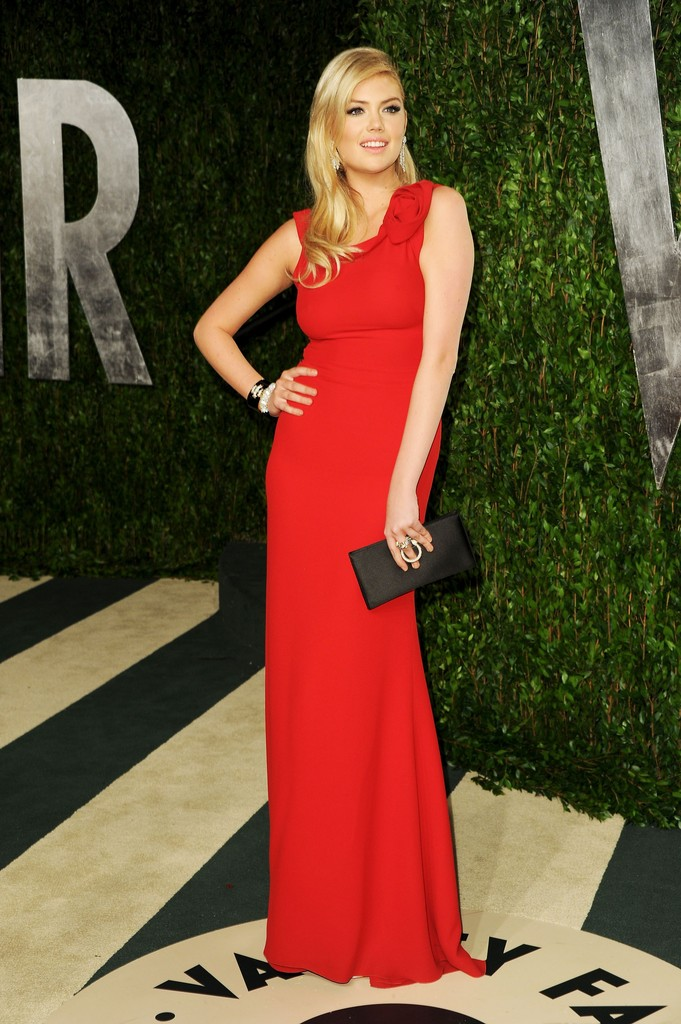 Model Kate Upton arrives at the 2012 Vanity Fair Oscar Party hosted by Graydon Carter at Sunset Tower on February 26, 2012 in West Hollywood, California.