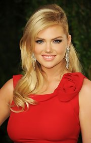 Kate Upton attended the 2012 'Vanity Fair' Oscar Party wearing a flirty pair of false lashes.