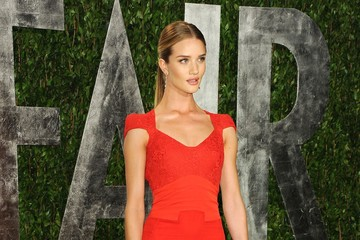 Rosie Huntington-Whiteley Is Red Hot at Oscars Party 2012