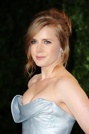 Amy Adams wore her hair pinned-up in a pretty 'do featuring long side-swept bangs and face-framing strands at the 2012 'Vanity Fair' Oscar Party.