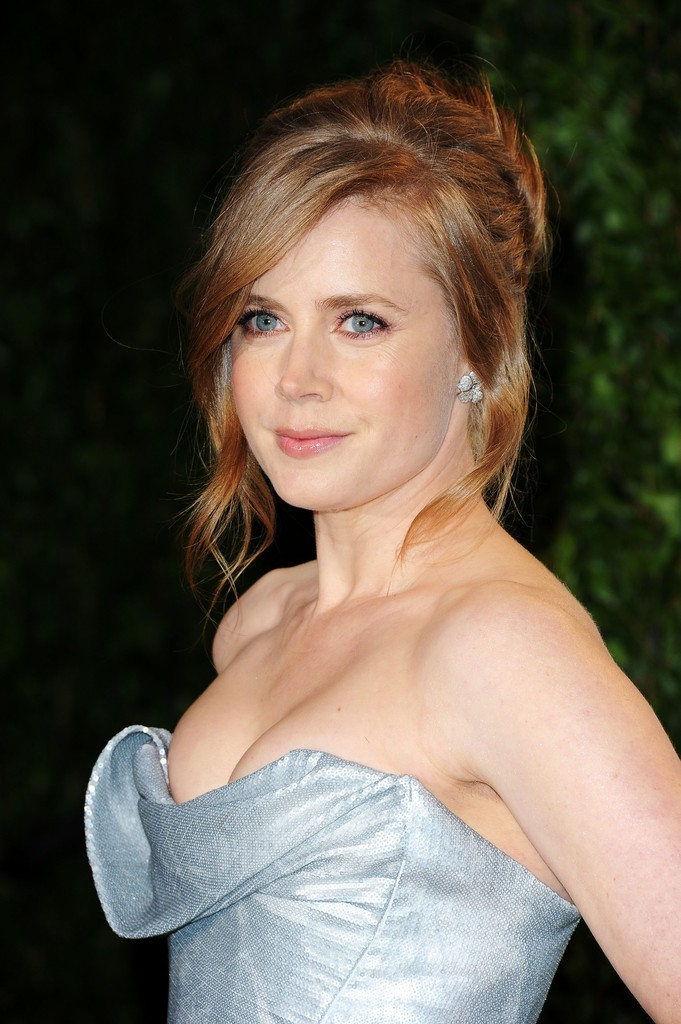Actress Amy Adams arrives at the 2012 Vanity Fair Oscar Party hosted by Graydon Carter at Sunset Tower on February 26, 2012 in West Hollywood, California.