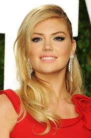 Kate Upton attended the 2012 'Vanity Fair' Oscar Party wearing a pair of platinum and diamond dangler drop earrings.