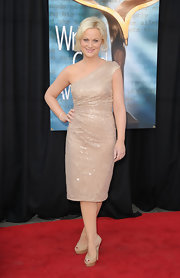 Amy Poehler topped off her glitzy frock with nude platform peep-toe pumps.