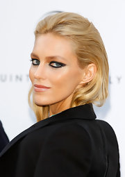 Anja Rubik paired smoky black eye liner with copper shadow to create her dramatic look for the amfAR Cinema Against AIDS event.