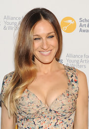 A pretty pink lip gave SJP a soft and romantic beauty look.