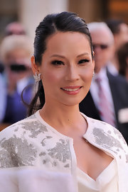 To brighten up her glowing skin, Lucy Liu opted for a lovely rosy pink lip color.