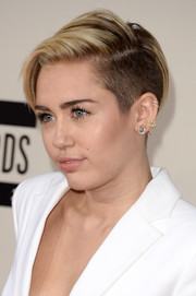 Miley Cyrus completed her bling with a gold starburst stud.