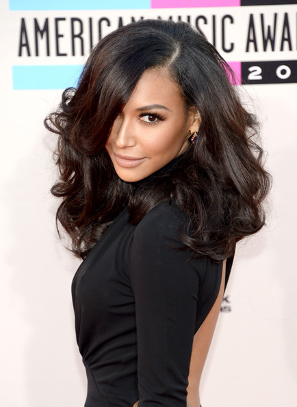 Naya Rivera paired a high-volume curly 'do with a backless dress for a totally sexy look during the American Music Awards.