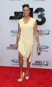 MC Lyte kept her red carpet look soft and classic with a pastel yellow dress.