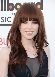 Carly Rae Jepsen showed off her newly dyed auburn tresses with a fun and flirty wavy 'do.