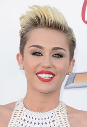 To give her beauty look a feminine elegance, Miley opted for a bold red lip.